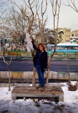 """İranda """"Hicabsız qadın"""" hərəkatı böyüyür:"""