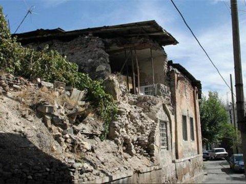 Yerevandakı tarixi Göy məscid dağılır -